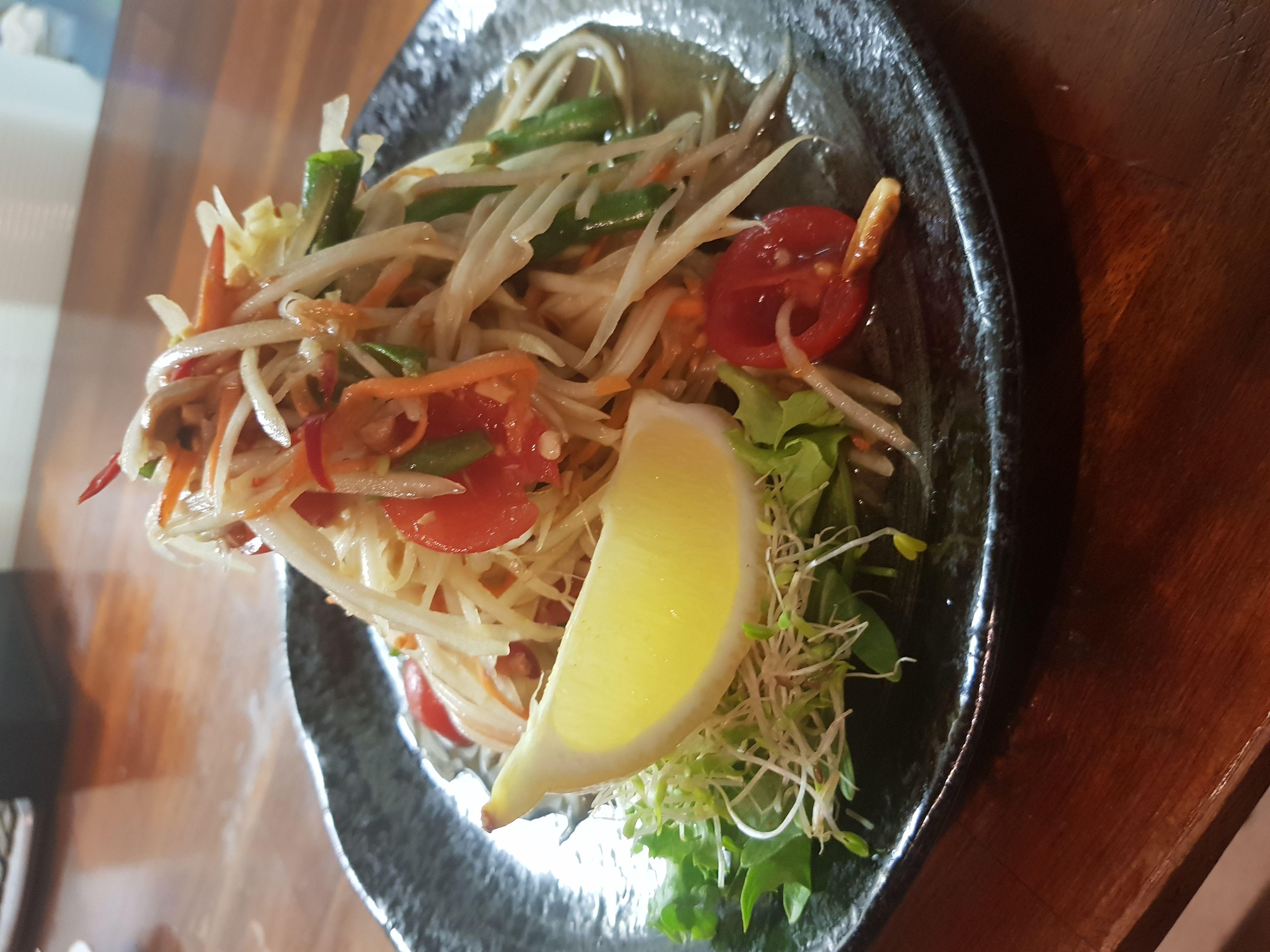Som Tum Thai (papaya salad)