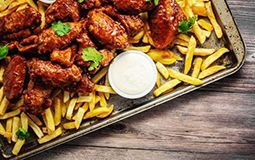 Buffalo Wings with Hot Chips