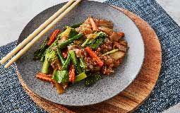 Thai Stir-Fried Noodles with Vegetables